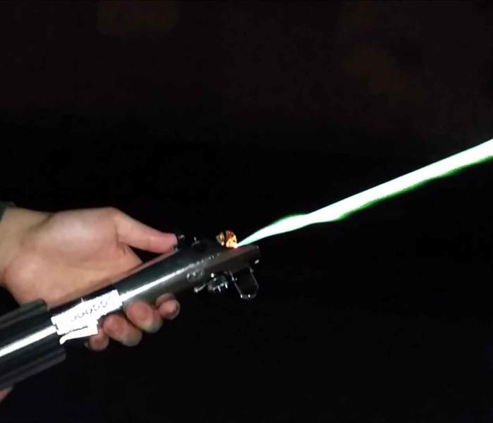 Star Wars: Allen a confectionné un sabre laser opérationnel