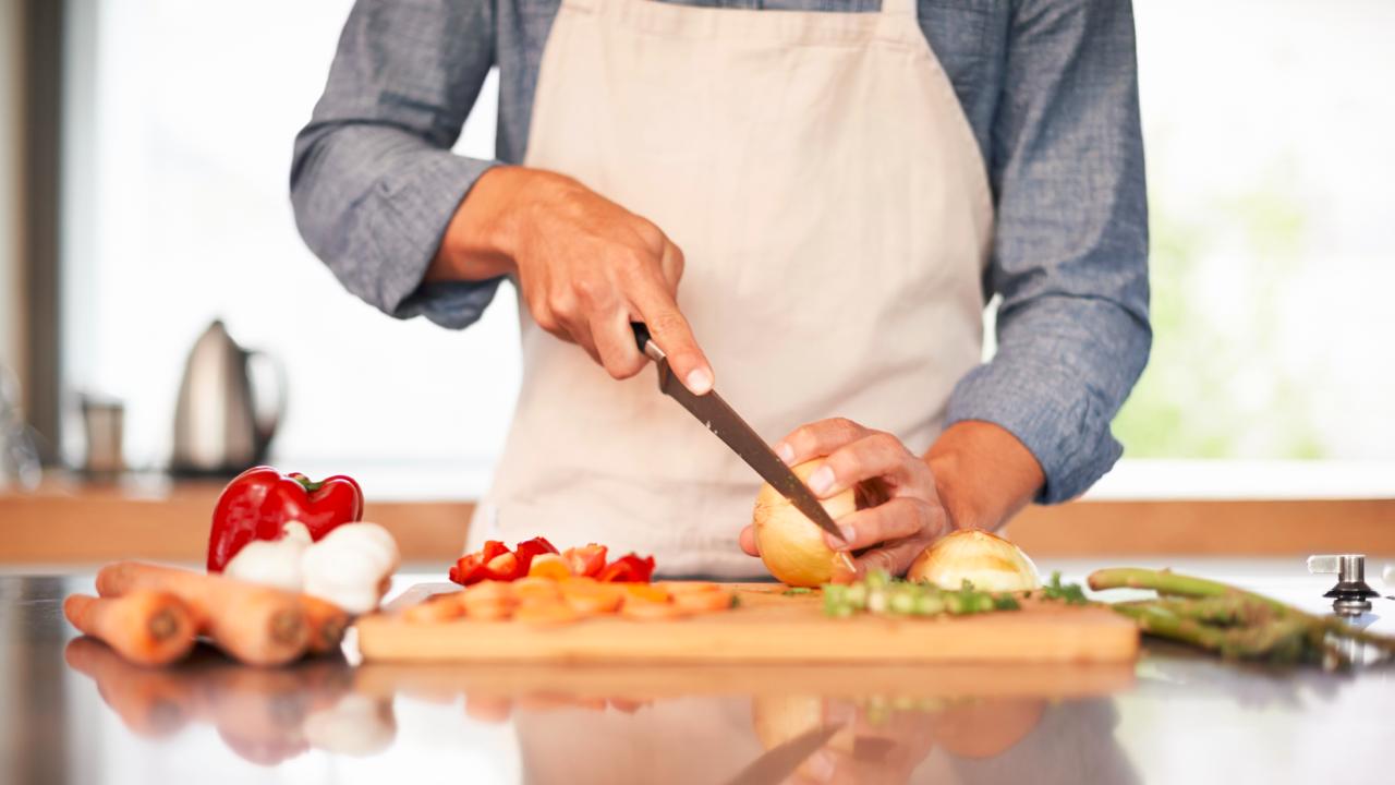 Cuisiner-avec-les-bons-outils-.jpg