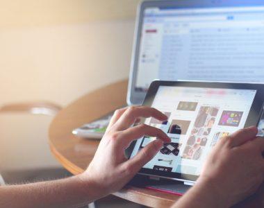 Comment Google et Facebook étranglent lentement la prochaine génération numérique ?